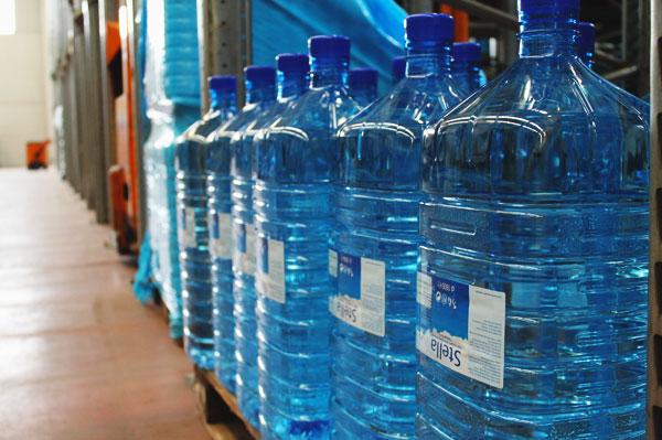 Quante volte si possono riempire le bottiglie di plastica?